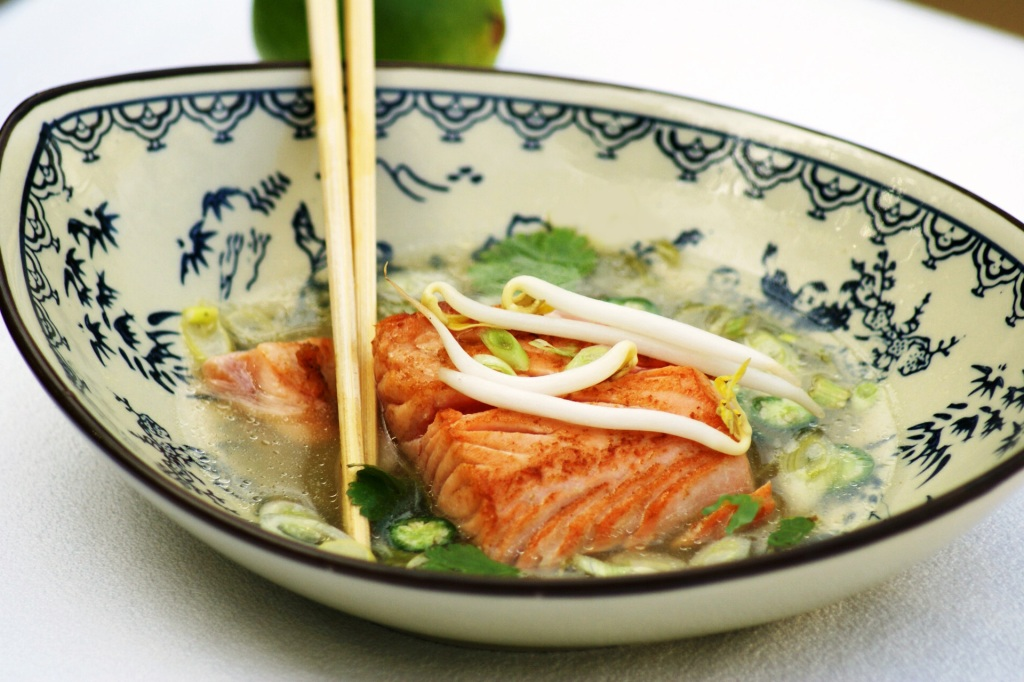 20 minutes + salmon + asian broth=healthy hot winter warmer
