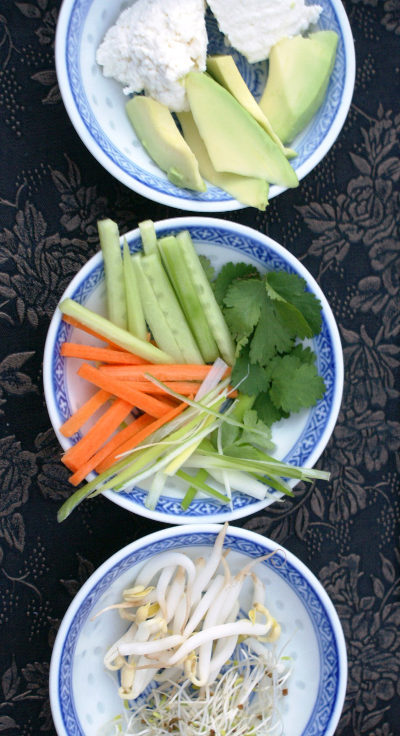 12 international foods to try before you die - #1 fresh spring rolls + dipping sauce